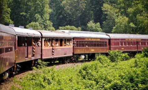great-smoky-mountain-railroad-50c1232c1d45e02e1b00011a